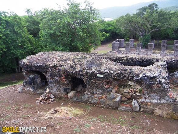 Selon les études, il est possible que ces ruines aient servis de cachots d'esclave mais certains éléments comme le carrelage installent le doute sur son utilisation réelle. Les cachots d'esclaves ne seraient pas si soignés.