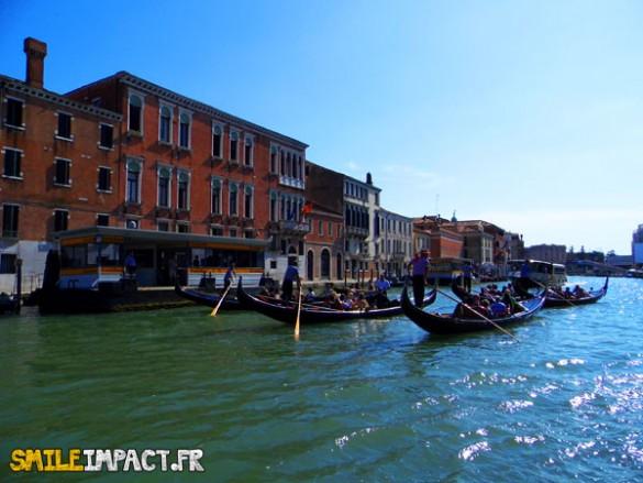 Venise ses canaux et ses Gondoles