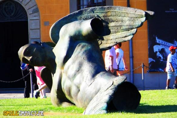 Icaro Caduto - Exposition à la Piazza dei miracoli