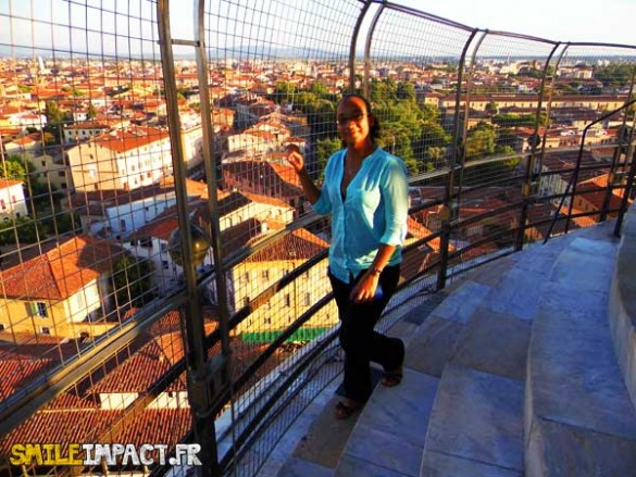 Au sommet de la tour de Pise .. Au dessus des toits MAGNIFIQUE !!