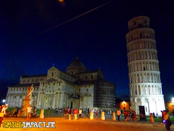 Piazza dei miracoli de nuit