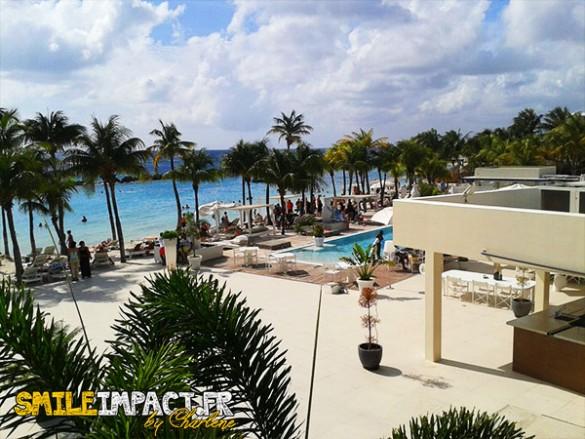 Bar de Curacao avec piscine sur la plage - suffit de consommer pour profiter de la piscine :)